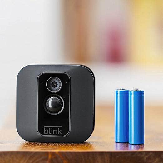 Blink wird mit zwei Batterien zwei Jahre lang betrieben...